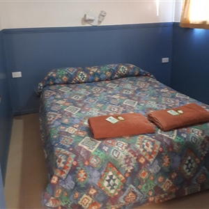 Cabin Bunkhouse Queen Bed2